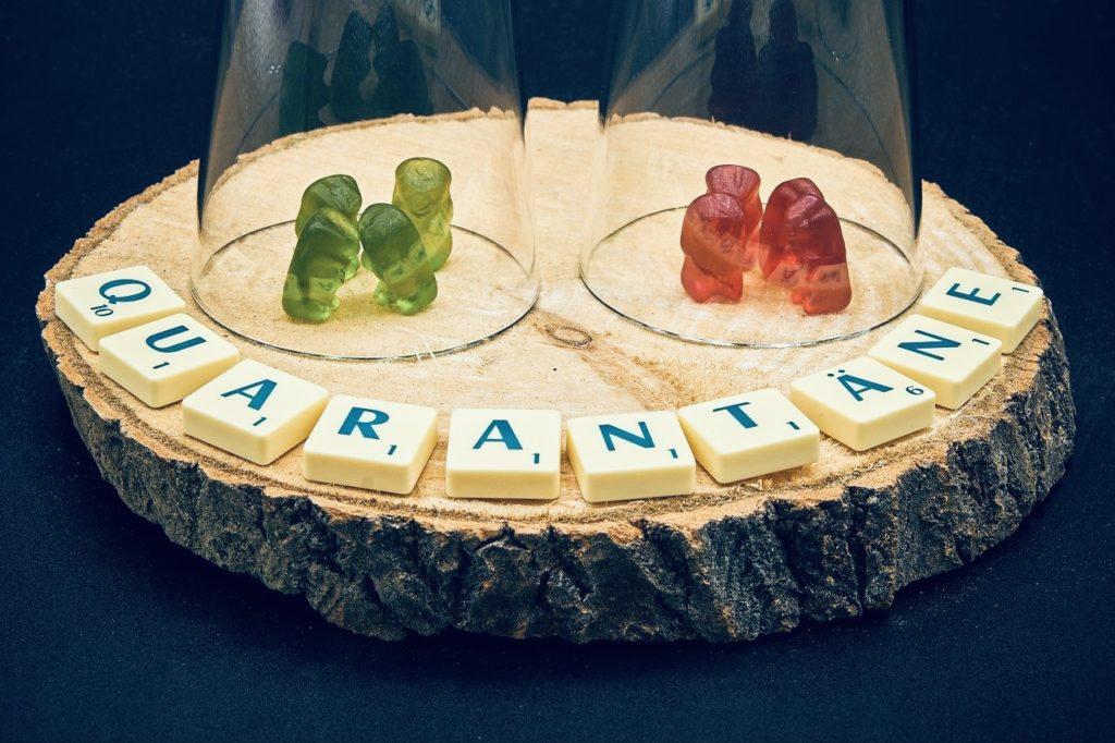 Gummibärchen unter Glass in der Quarantäne