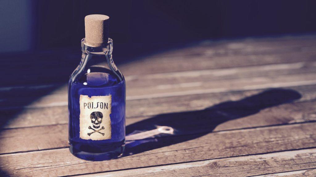 gift in einer flasche auf einem holzboden