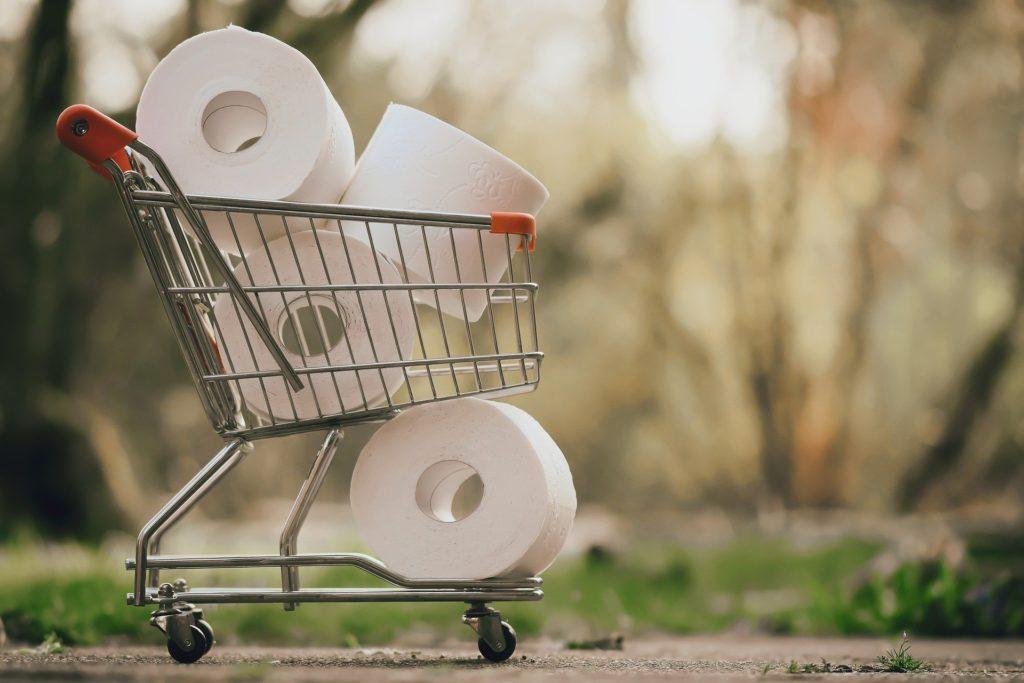 Einkaufswagen mit Klopapier
